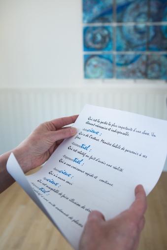 Proposition d'agrément : retrouver les textes qui accompagnent chaque tableaux sur ce petit parchemin.
